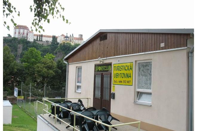 Výhled od Sportclubu na Vranovský zámek